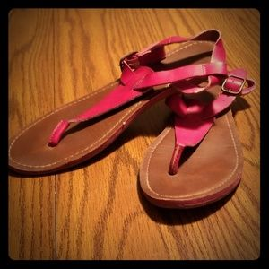 Mossimo pink t strap sandals